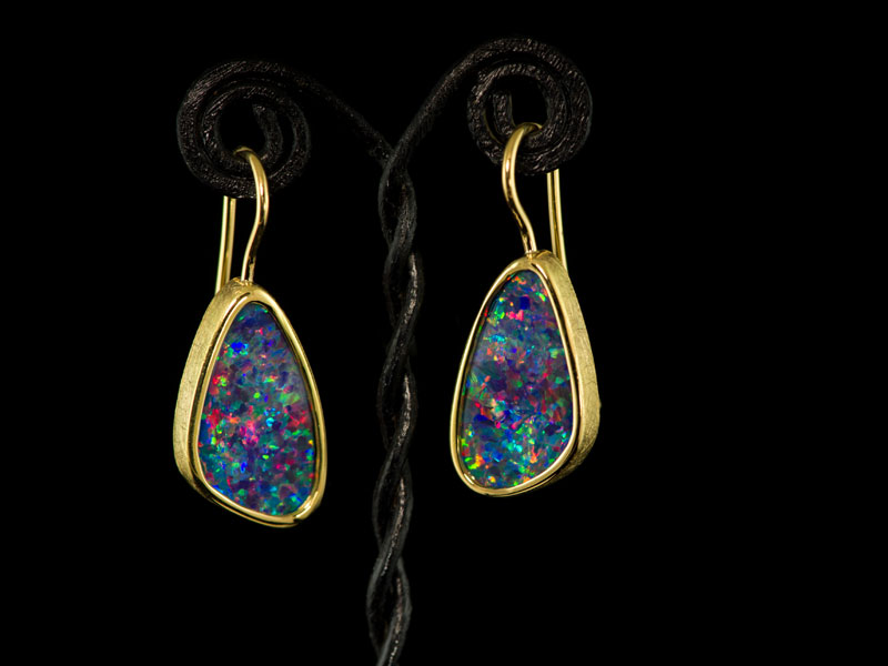 18ct yellow gold earrings with opals